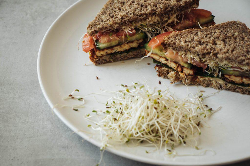 tempeh sandwich, Sandwich with tempeh, vegan recipe