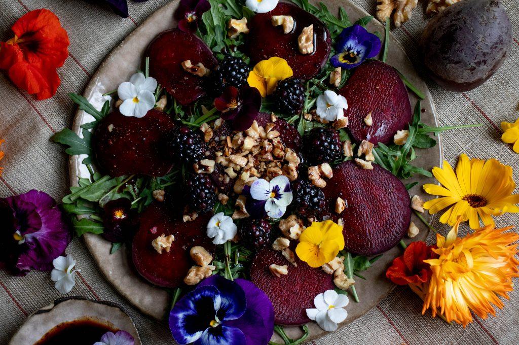 beetroot arugula salad with cinnamon-balsamic vinegar dressing, vegan recipes