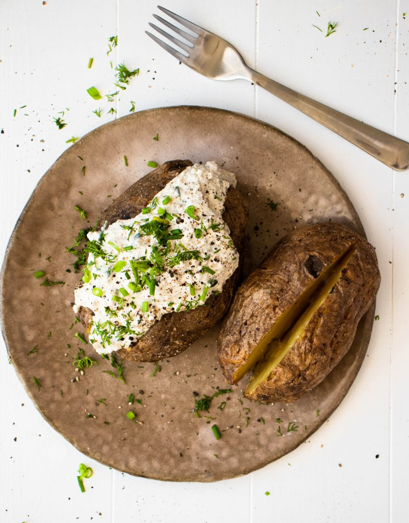 baked potatoes with cottage cheese, vegan baked potatoes, kumpir, pyry z gzikie, wegańskie pyry z gzikiem, vegan pyry z gzikiem, polish cuisine