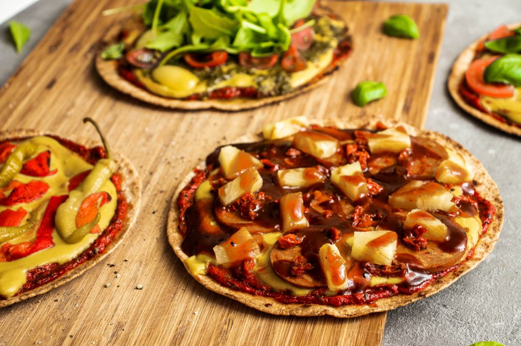 bbq pizza, easy pizza, tortilla bbq pizza, quick pizza, vegan pizza