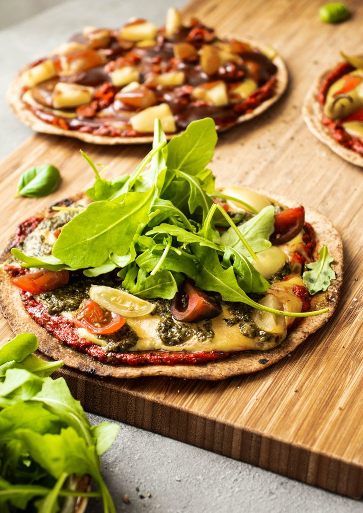 pesto pizza, easy pizza, tortilla pesto pizza, quick pizza, vegan pizza