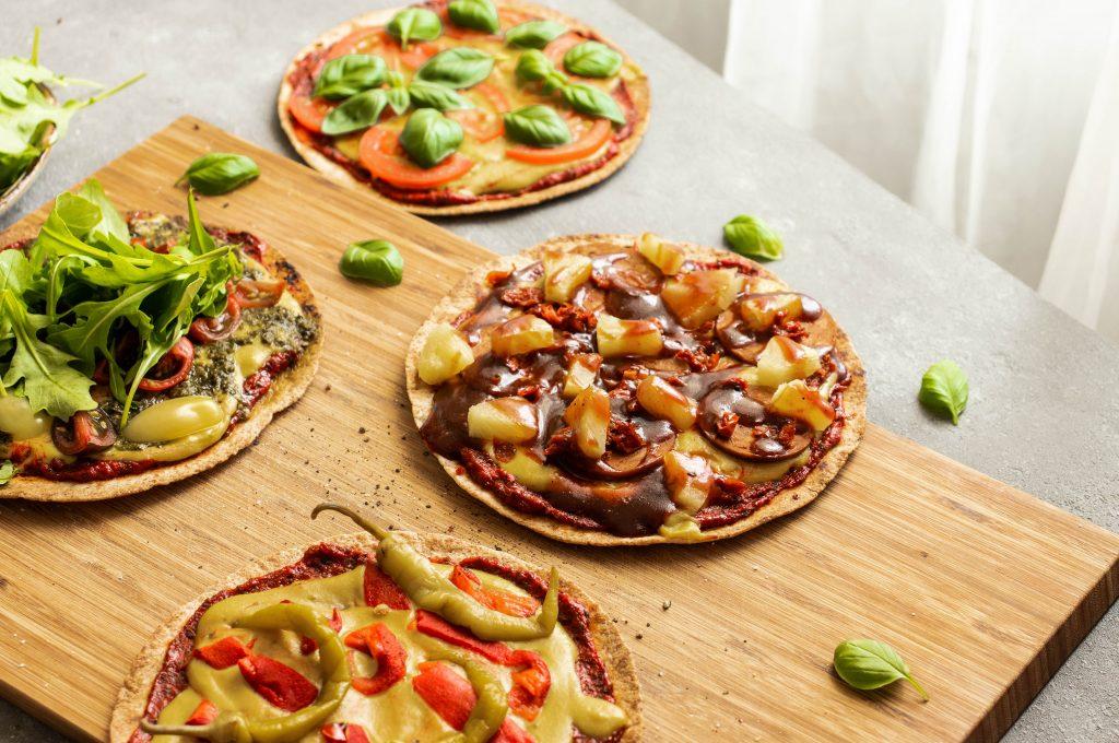 tomato basil pizza, easy pizza, tortilla tomato basil pizza, quick pizza, vegan pizza, bbq pizza, pepper pizza, pesto pizza