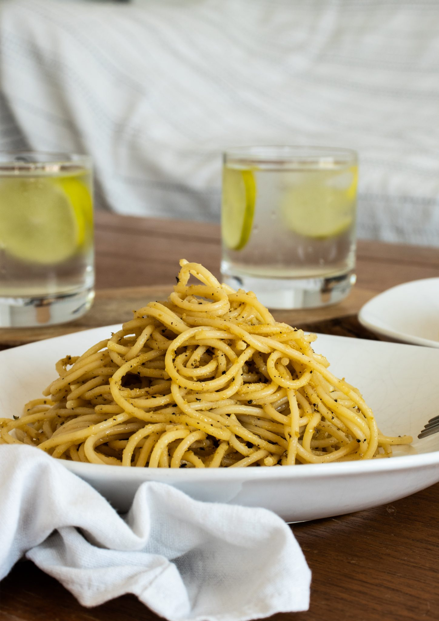 Are truffles even vegan? Yup! You just need to make sure they were grown in a plantation. The easiest vegan truffle pasta recipe - yet so tasty!